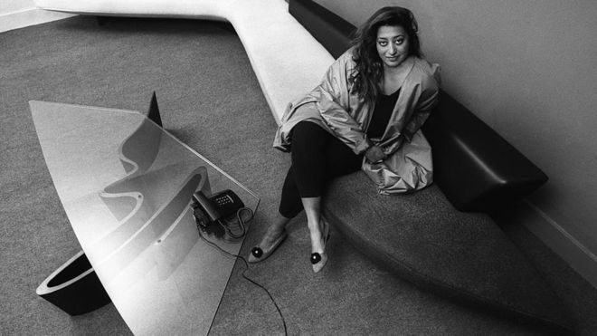زها حديد: العراقية التي احتفي بها غوغل في اليوم العالمي للمرأة
