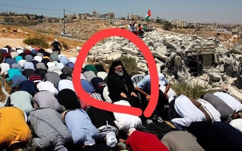 فلسطيني مسيحي يرسم معاني الوحدة والإخاء…. كتب ناصر اليافاوي