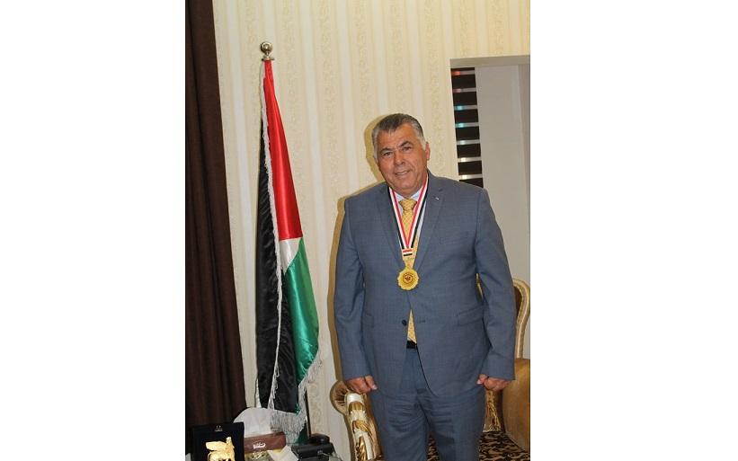 .وسام رابطة المبدعين العراقيين للفنون الجميله للسفير نظمي الحزوري