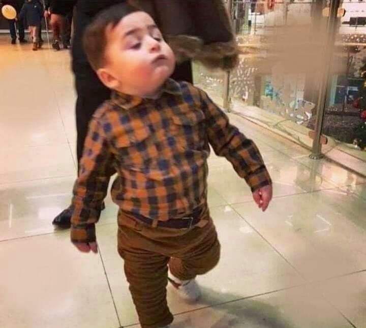 لما يكون طفل واثق الخطوة يمشي ملكا