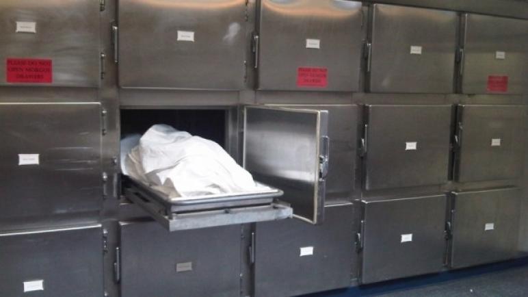بعد بقاءه حيًا ليومين في ثلاجة الموتى.. مات !