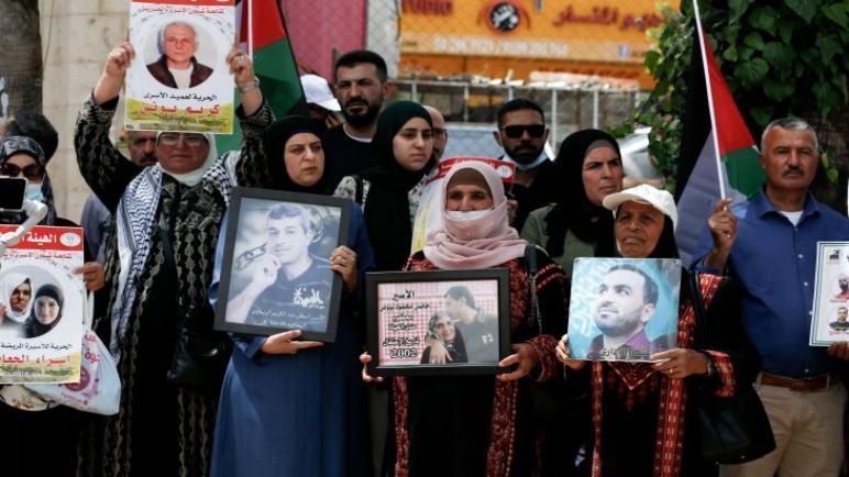 """إعلام الاحتلال"""" أمريكا ترفض ربط ملف الأسرى بإعمار غزة"""" ،، متابعة : شوقى الفرا"""