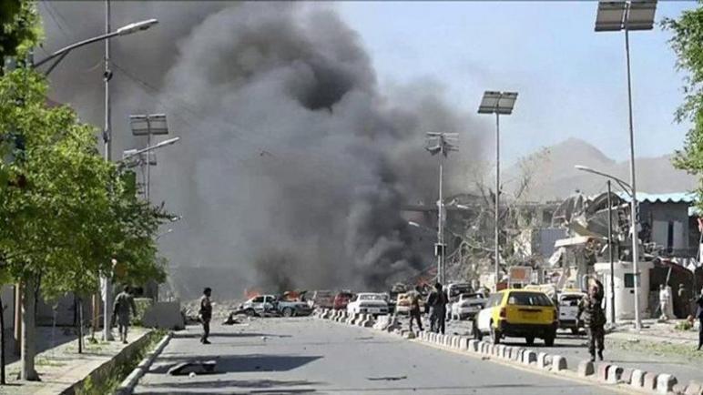 """رغم التحذيرات المُسبقة : عشرات القتلى والجرحى في تفجيرين بمطار كابل و""""التهديد مستمر""""متابعة : شوقى الفرا"""