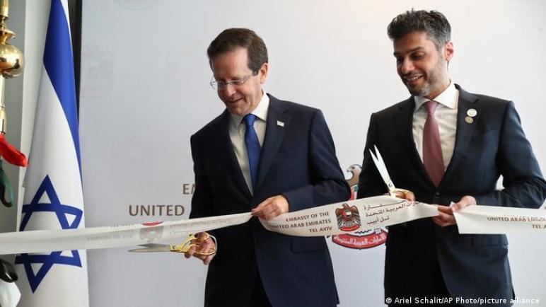 في احتفال رسمي.. الإمارات تفتتتح سفارة في إسرائيل