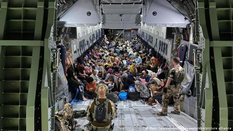 طالبان تُجبر واشنطن إتمام الإجلاء قبل الموعد النهائي للانسحاب ،، متابعة : شوقى الفرا