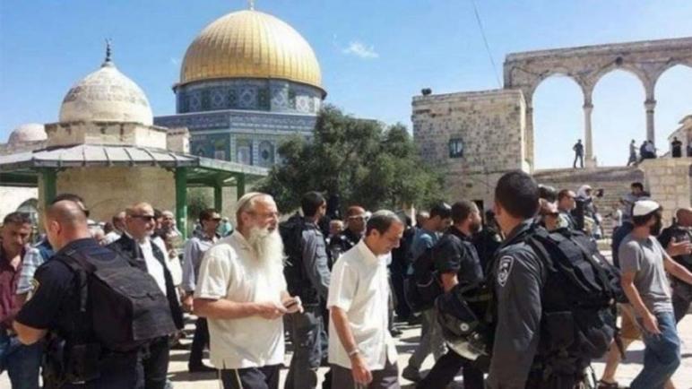 مئات المستوطنين يقتحمون الأقصى بحماية جنود الاحتلال والرئاسة الفلسطينية تدين وتحذر من التصعيد