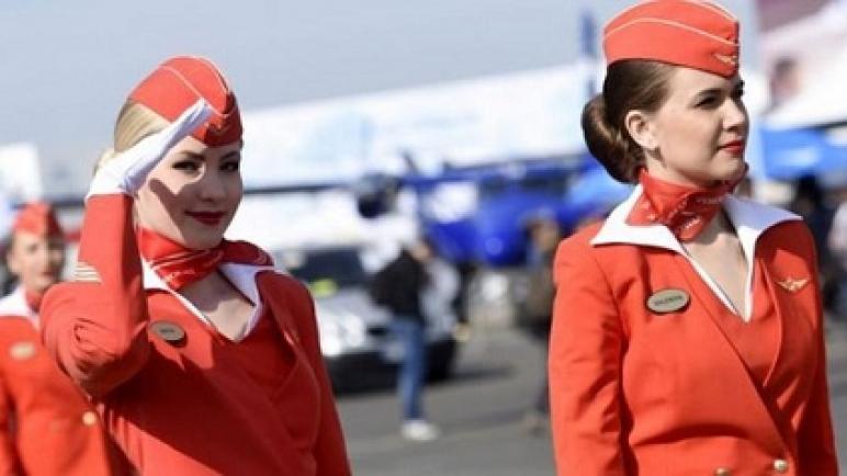 """مضيفات شركة طيران روسية """"لهن الحرية في اختيار مقاس ملابسهن"""""""