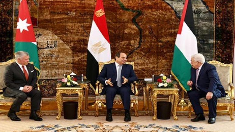 القاهرة : القمة الفلسطينية المصرية الأردنية تؤكد أهمية تكاتف الجهود لاستئناف مفاوضات السلام في الشرق الأوسط ،، متابعة : شوقى الفرا