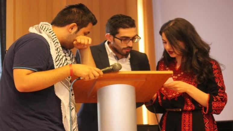 اتحاد طلاب فلسطين في رومانيا يستقل طائرة مدنية الي فلسطين