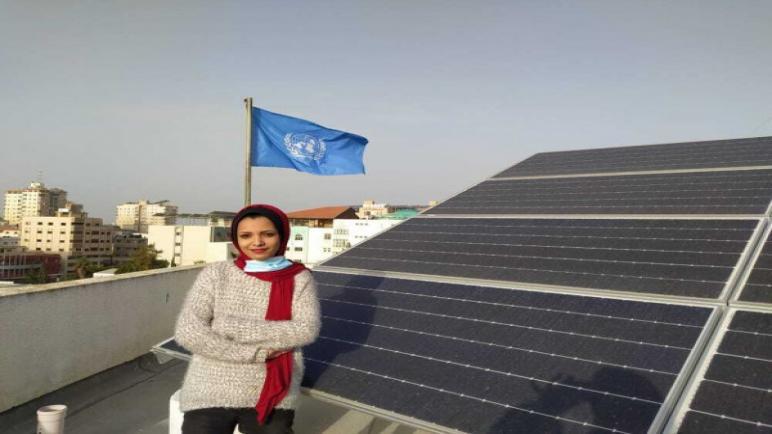 أول فتاة من قطاع غزة تحصل على جائزة دولية فى مجال فن الطاقة الشمسية