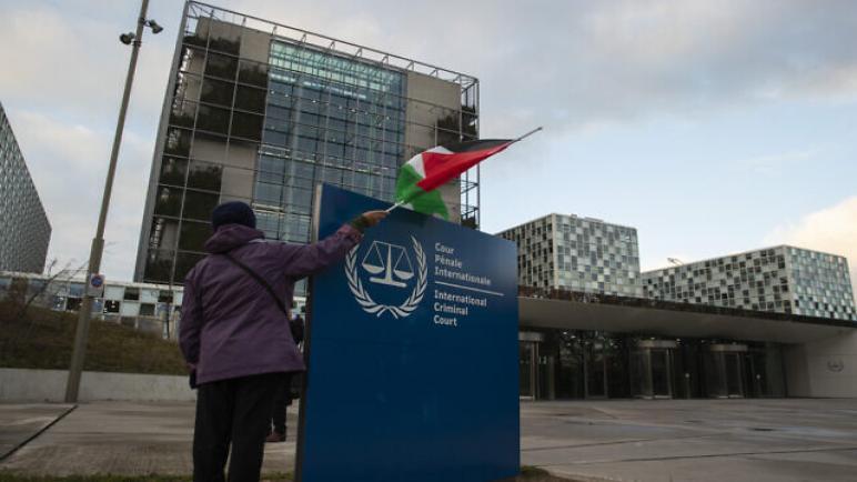 """الأولى من نوعها : مواطن غزي يرفع قضية ضد غانتس بتهمة ارتكاب جرائم حرب و""""الجنائية الدولية"""" تعقد جلسة استماع الخميس المقبل،، متابعة : شوقى الفرا"""