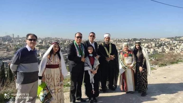 غرس شجرة الزيتون في جبل الزيتون باسم الرئيس الجزائري عبد المجيد تبون .