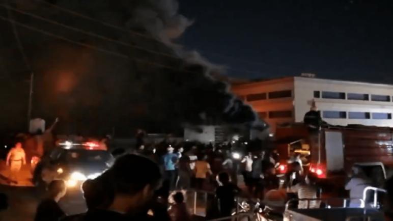 العراق – أعداد ضحايا حريق مستشفى الناصرية يرتفع الى 114 قتيلا ومظاهرات تدعو للمحاسبة وسط حداد عام