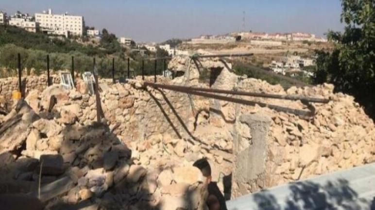 قوات الاحتلال تهدم منشآت وتستولي على معدات زراعية شرق رام الله ،، متابعة : شوقى الفرا