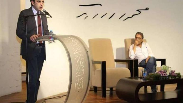 """توقيع كتاب """"في الحرب.. بعيدًا عن الحرب"""" للشاعر خالد جمعة"""