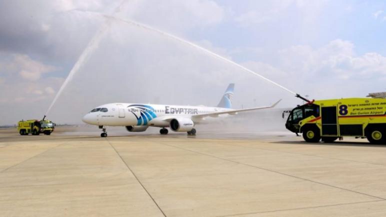 """طائرة تحمل شعار مصر للطيران تصل إلى إسرائيل لأول مرة وإسرائيل تصفها """"بالعلامة الهامة لتعزيز العلاقات الثنائية""""،، متابعة : شوقى الفرا"""